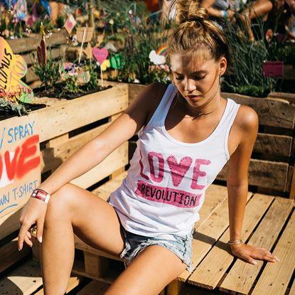 SZIGET // Női Love Revolution Szivecskés Trikó termékhez kapcsolódó kép