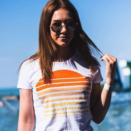 BALATON SOUND // Női Naplemente Póló termékhez kapcsolódó kép