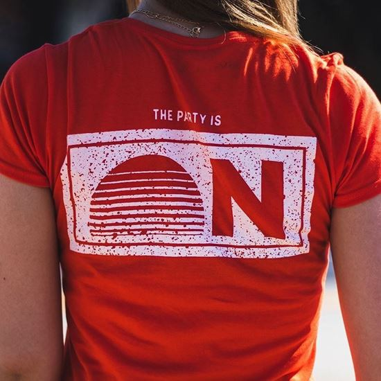 BALATON SOUND // Női Party is on Póló termékhez kapcsolódó kép