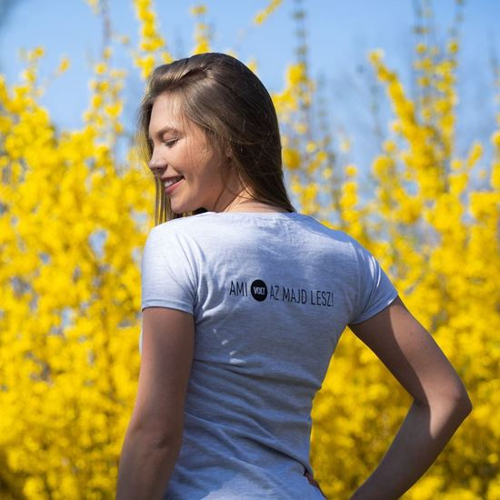 VOLT // Női 'Ami VOLT az majd lesz' póló termékhez kapcsolódó kép